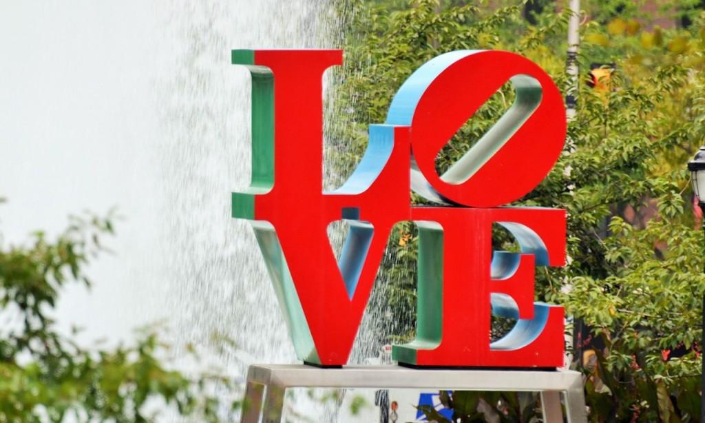 Philadelphia love sculpture