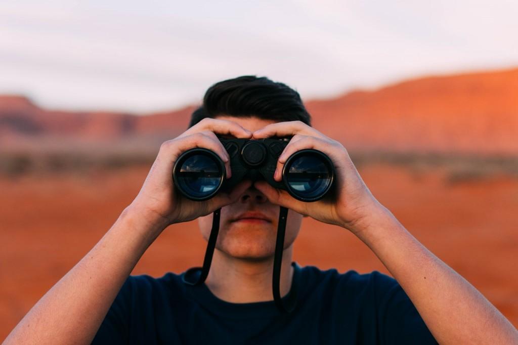 Spy.Agent behind binoculars.pixabay.jpg