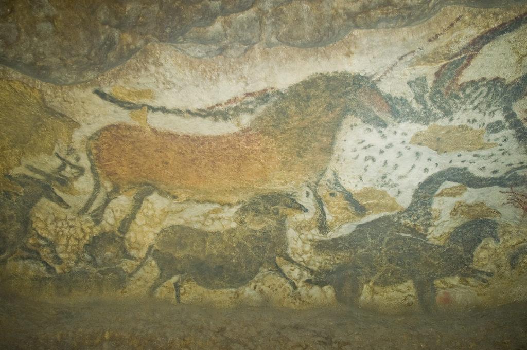Painting in Lascaux Cave. Photo Jack Versloot