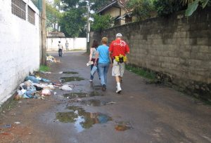 Walking in the morning on a Colombo street to our assignment. Photo: Julie Hatfield