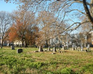 Old Gravesend Cemetery in the fall. Photo by Jim Henderson [CC0], from Wikimedia Commons