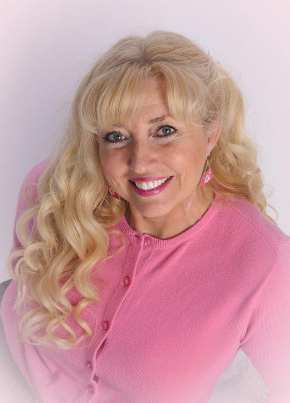 Head shot of World Footprints author Patti Morrow