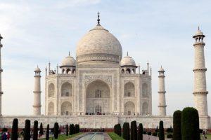 Taj Mahal welcoming lots of visitors