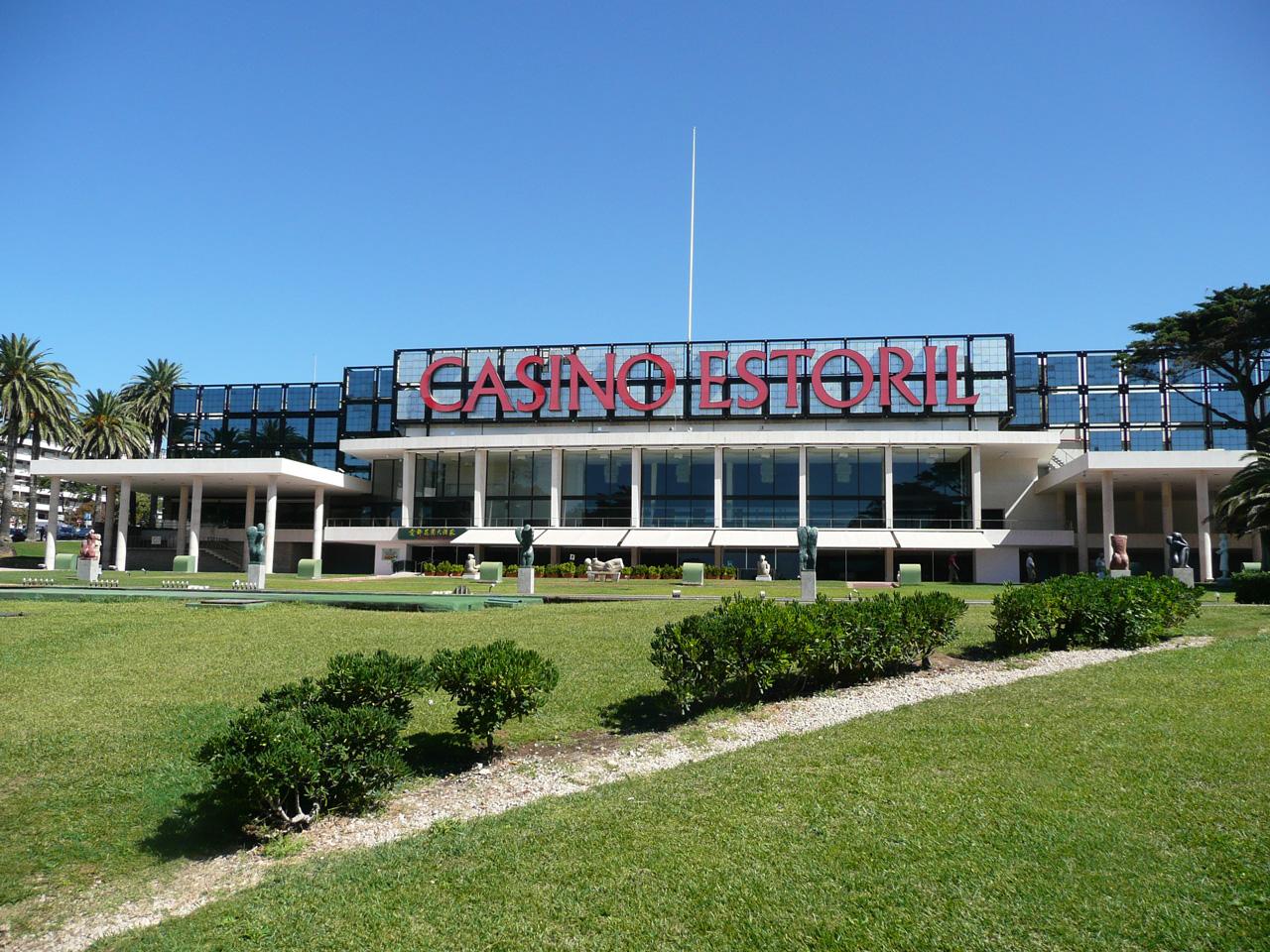 Casino de Estoril. Photo: Aquiler de Coches