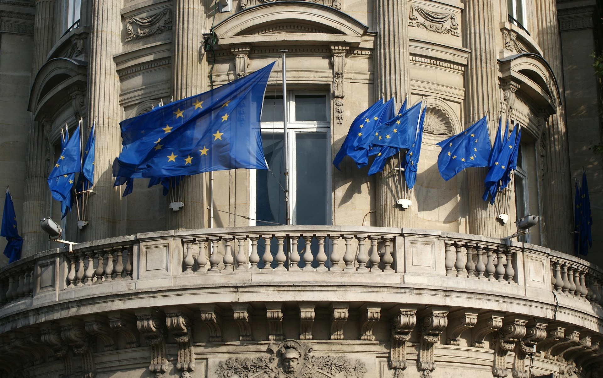 Building displaying the European flag.