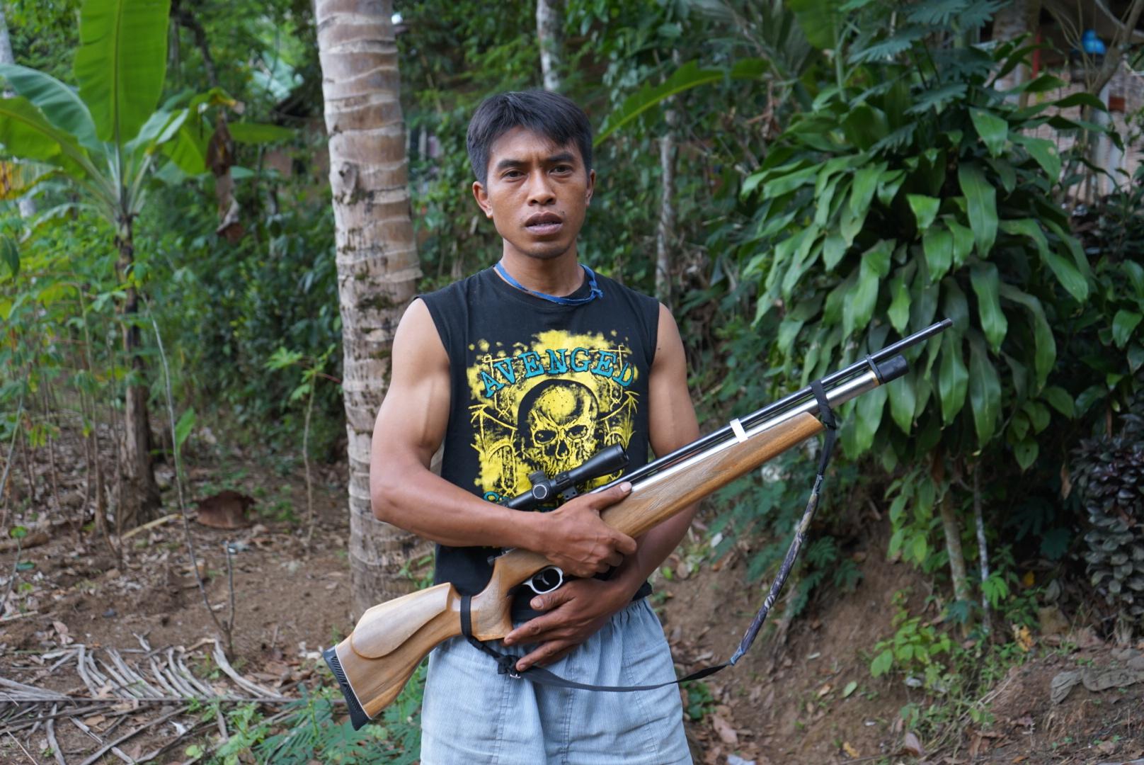 Man with gun Licin