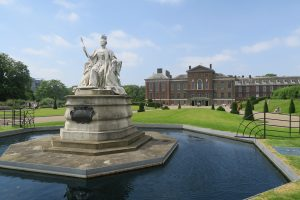 Kensington Palace grounds with water fountain