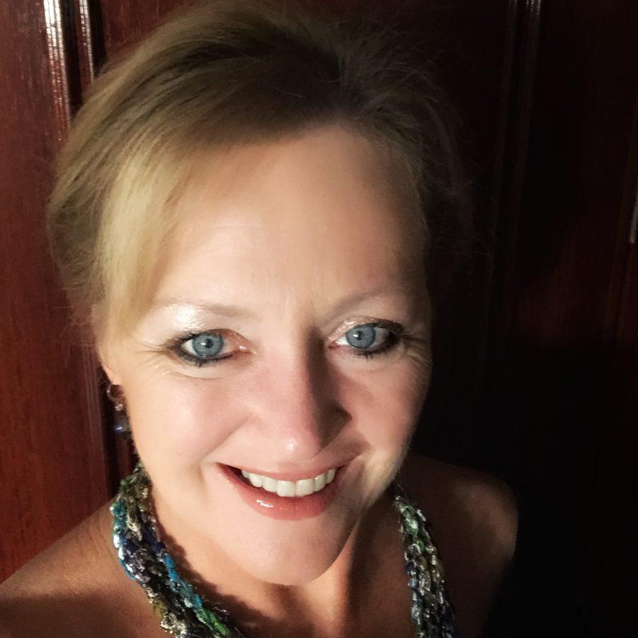 Travel writer Terri Marshall head shot