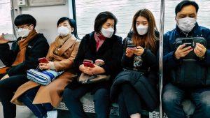 Travelers-wearing-masks