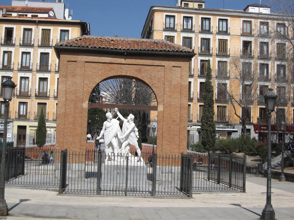 """""""Daoíz y Velarde - plaza del Dos de mayo - madrid"""" by surfistaseco is licensed under CC BY-SA 2.0"""