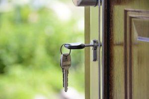 house-key-in-door-for-home-exchange