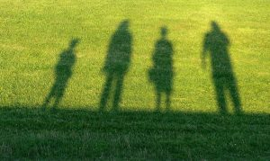 travel-shadow-of-family
