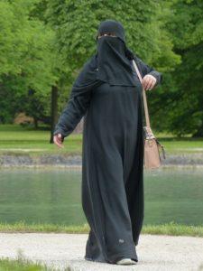 Burqa-clad-woman-in-Pakistan