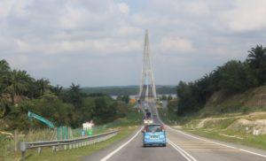"Sungai Johor Bridge at Senai-Desaru Expressway.JPG"" by Khairul hazim is licensed under CC BY-SA 4.0"