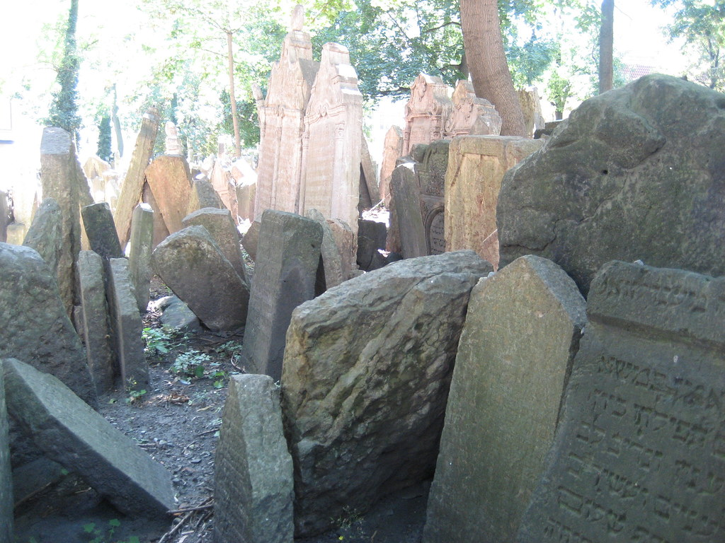 """Pinkas Synagogue and Cemetary"" by dearanxiety is licensed under CC BY-ND 2.0"