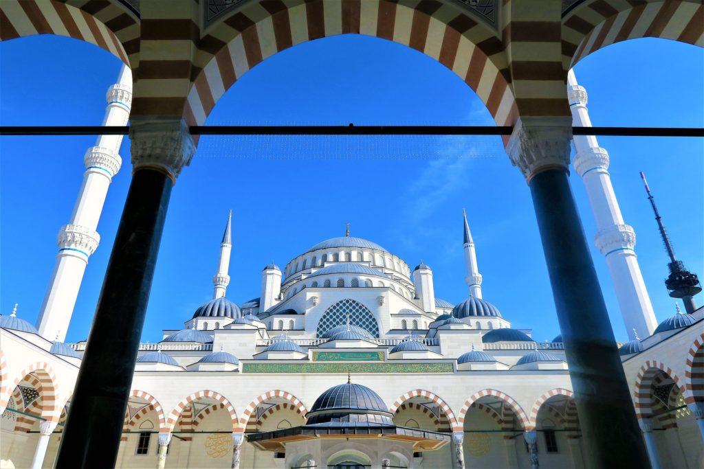 cami-mosque-istanbul