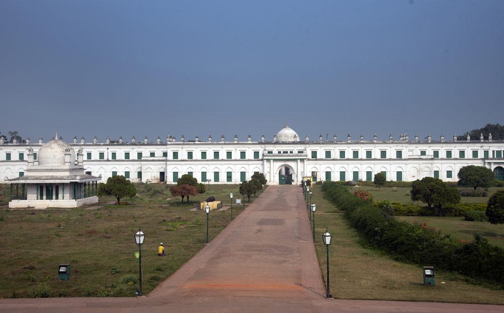 The sprawling facade of Nizamat Imambara