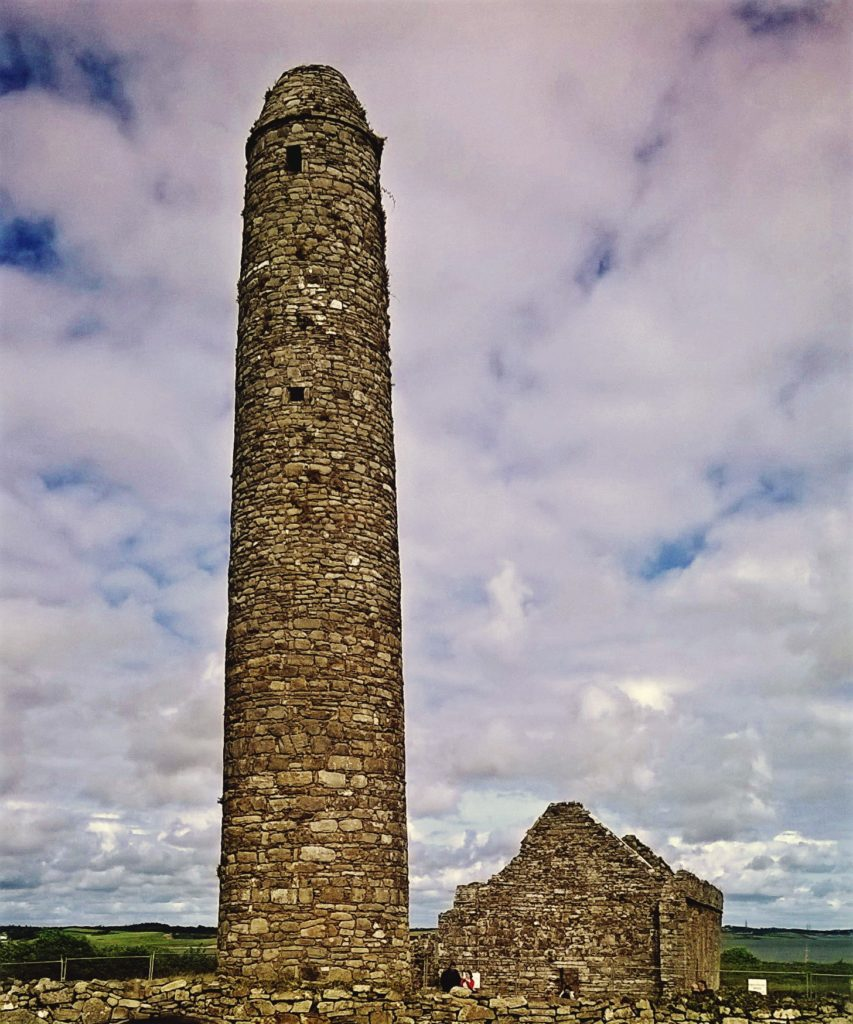Scattery_Island_(The_Round_Tower)
