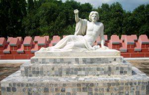 Statue outside of Hazarduari Palace.