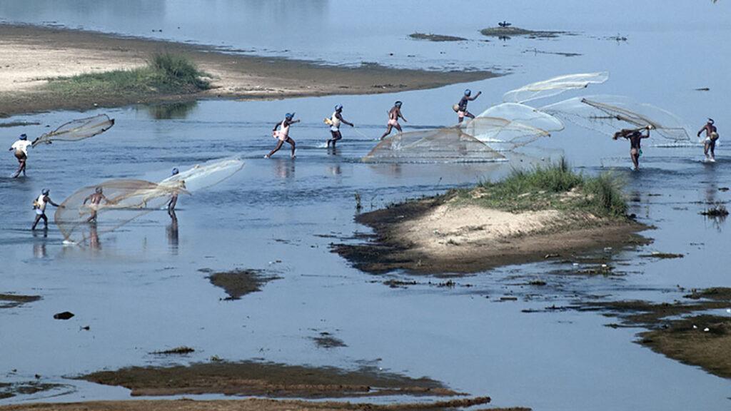 Community fishing in river Silabati. Photo: Sugato Mukherjee