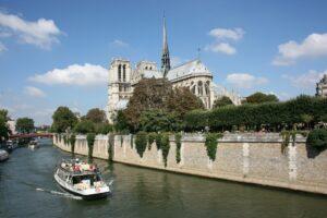 Notre-Dame-in-Paris-across-river-Seine