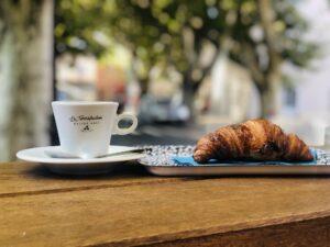 croissant-cafe-paris