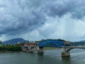 Chattanooga Market Street Bridge and the Tennessee Aquarium. Photo: Terri Marshall