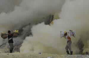 Sulfur miners on Ijen