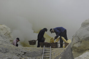 Sulfur miners. Photo: Bandita Mukherjee