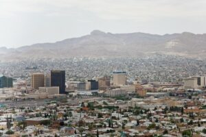 """""""El Paso & Ciudad Juárez from Scenic Drive"""" by charlie llewellin is licensed under CC BY-SA 2.0"""