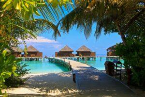 veligandu-island-in Maldives ofrers vaccine vacations